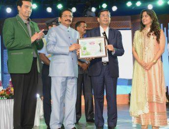 Anil Jain - MD - Jain Irrigation - Felicitated by Governor of Maharashtra - C Vidyasagar Rao
