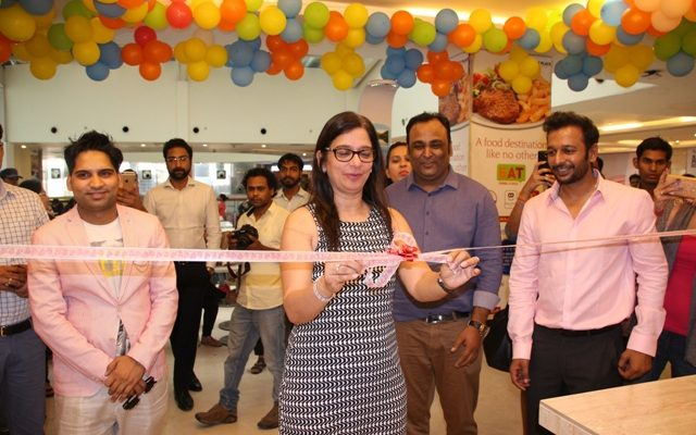 Ms Benu Sehgal - Sr Vice President DLF Place Mall Saket inaugurates the store with Co-founders Lav Trivedi - Abhishek Aggarwal - Ujjwal Aggarwal