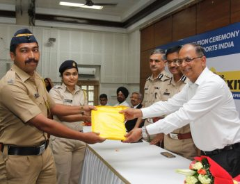 Dr Sanjay Bahadur presenting raincoats to Mumbai Police in presence of Commissioner and Jt Comm of Police