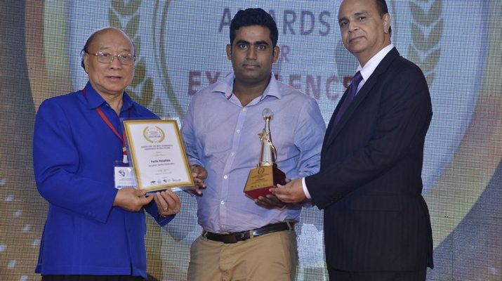 Bappa Roy from the team Community Connect - Fortis Bannerghatta road receiving the award