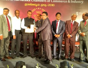 Mr Somashekar from International Marketing receiving the award for Fortis from the IT-BT Minister