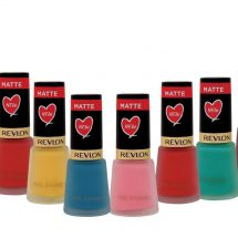 Now it's time to check your nails with Revlon Nail Enamel in perfect matte!