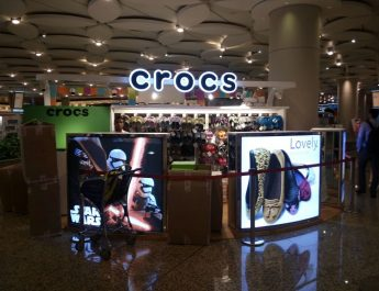 Crocs Opens its first travel retail store at Mumbai Airport T2