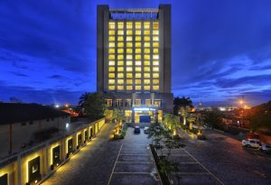 DoubleTree by Hilton Pune Chinchwad - Facade