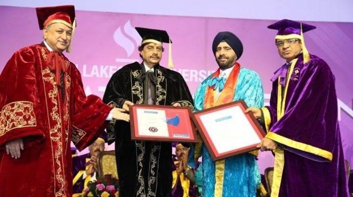 Gurmit Singh receiving honorary degree from JLU