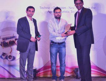 Rushabh Gandhi_IndiaFirst Life at the award Fundtion
