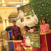 'White Money' Christmas celebration at Growel's 101 mall, Kandivali East