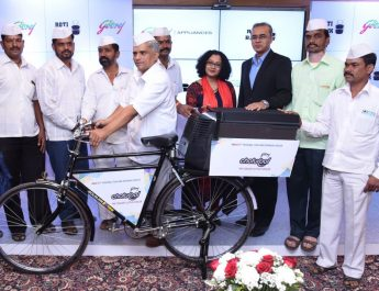 Mr. Subhash Talekar, General Secretary, Mumbai Dabbawala Association, Ms. Swati Rathi, Head-Marketing, Godrej Appliances, Mr. Kamal Nandi, Business Head & EVP, Godrej Appliances
