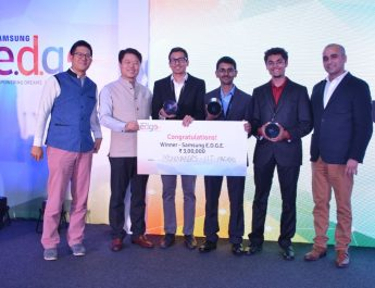 HC Hong - President and CEO of Samsung Southwest Asia giving the first prize to the team from IIT Madras