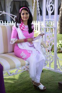 Jenal Belanis fan moment when she had to don a look similar to Deepika Padukone in Om Shanti Om 3