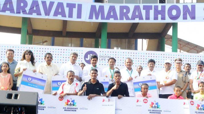 Jio Amaravati Marathon 2017 Winners receiving the Jio Money digital wallet in Vijayawada