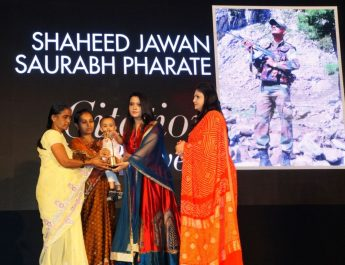 Martyr Saurabh Farates family receiving the trophy at URJA Awards 2017 in association with Hello