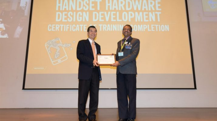 MediaTek Chairman Mr MK Tsai presenting certification of completion