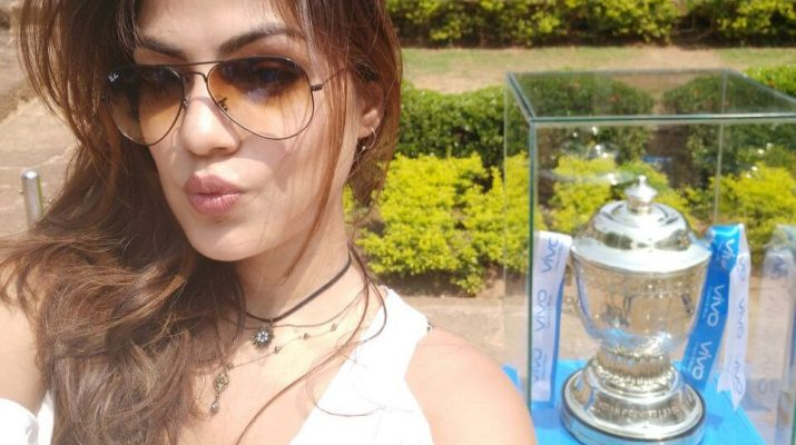 Actress Rhea Chakraborty charms the visitors at Bhubaneswar - VIVO IPL 2017 Trophy Tour 2
