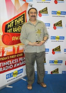 Music Producer Sanjeev kohli received the - Hit Thhe Hit Rahenge - Best Song Award for Lag Ja Gale feliciated to his father late Madan Mohan