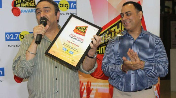 Sanjeev Kohli with the Hit The Hit Rahenge Trophy and National programming head - RBNL - Atul Razdan