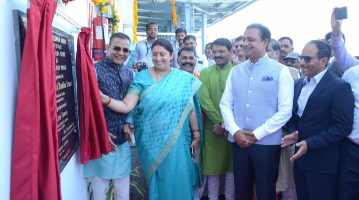 Textile Minister Smt Smriti Irani and Welspun Group Chairman Mr BK Goenka at the inauguration of Advanced Textiles Facility of Welspun in Anjar