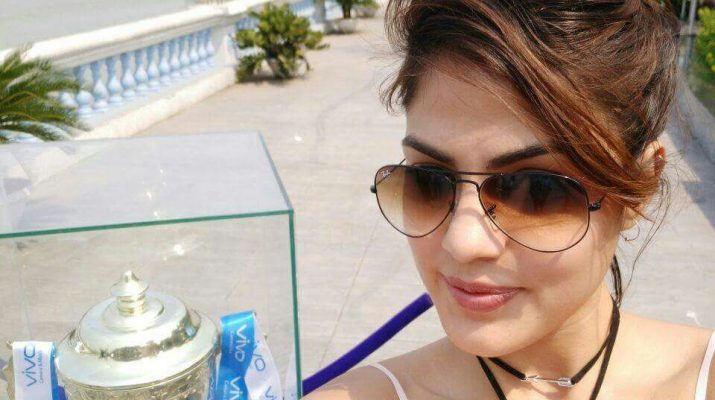 VIVOIPL Trophy reaches Kolkata - Rhea Chakraborty