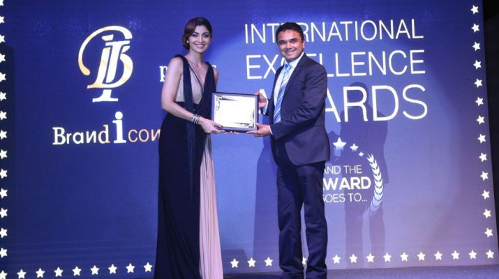 Pankaj Singh - NIMS University - Felicitated with International Excellence Award 2017 by Shilpa Shetty