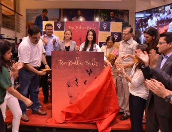 17-year-old Sanya Runwal launched her first book - Ten dollar bride - in the presence of Smt Amruta Fadnavis 3