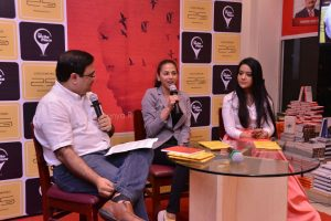 17-year-old Sanya Runwal launched her first book - Ten dollar bride - in the presence of Smt Amruta Fadnavis 4