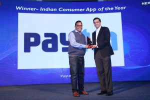News18dotcom Tech and Auto Awards for 2017 - Vijay Shekhar Sharma receiving the award for Consumer App of the Year award
