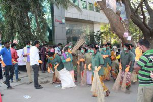 BBMP wokers and particpants from Omega Healthcare taking part Clean Bengaluru campaign