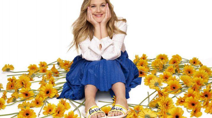 Crocs Debuts Drew Barrymore - Drew_Hearts_ColorblockCrocband_008