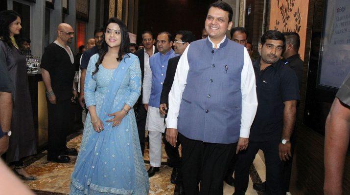 CM Devendra Fadnavis and his wife Amruta Fadnavis at the ET Edge Maharashta Achievers Awards 2018
