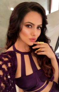 Actress Sana Khan in Golden Knukles by Motiwala and Sons 1