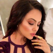 Actress Sana Khan spotted wearing Golden Nukles by Motiwala & Sons Jewellery