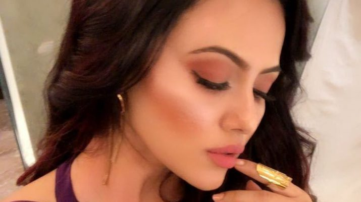 Actress Sana Khan in Golden Knukles by Motiwala and Sons 33