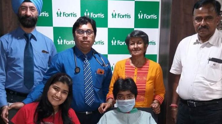 57c4057d88d9 Co-worker donates kidney to save Patient suffering from Chronic Kidney  Disease at Fortis Hospital