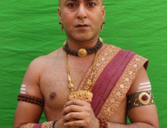 Bhaskar disguised as Rama in Sony SABs Tenali Rama