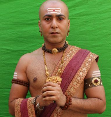 Bhaskar disguised as Rama in Sony SABs Tenali Rama