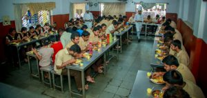 Freedom Healthy Cooking Oils and Telangana Chefs Association joined hands to brighten the day for kids from Devnar Blind School 3