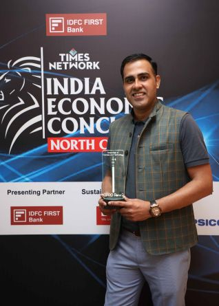 Tasleem Arif takes - VP RandD - OPPO India takes the award at The India Economic Conclave - North Chapter 2019