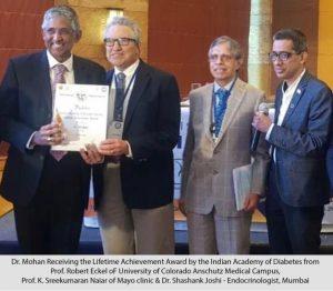 Dr Mohan receiving award at IDA