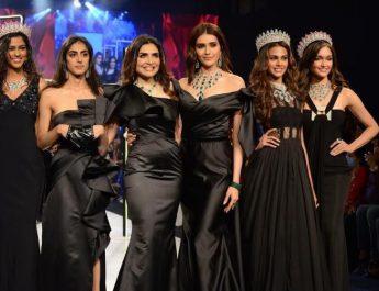 Aavriti Choudhary - Tiara Dhody - Queenie Singh - Karishma Tanna - Adline Castelino and Neha Jaiswal take a bow at the Jewels by Queenie show