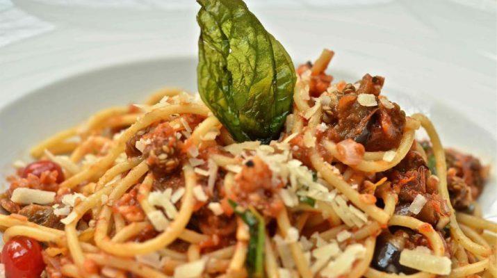 Shaghetti Al Pomodoro E Melanzane Grigliate