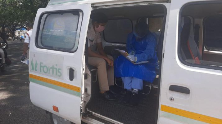 Medical professional from Fortis Hospital conducting basic COVID 19 screening on traffic personnel 3