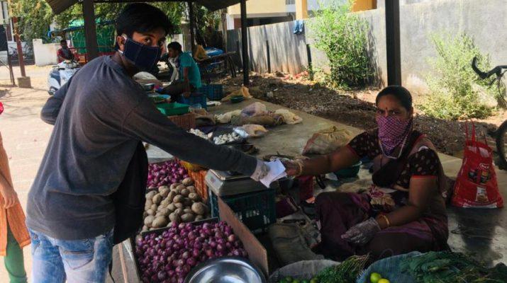 Student - Hrutvik Rajhans distributes masks to vegetable vendors-1