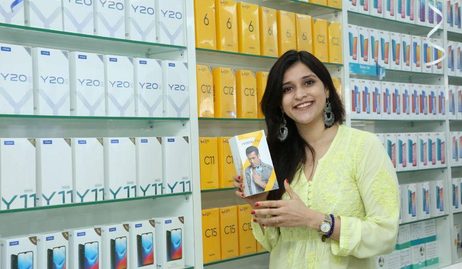 Bollywood Actress Mannara Chopra at 55th Cellbay Multi Brand Mobile Store at Beeramguda